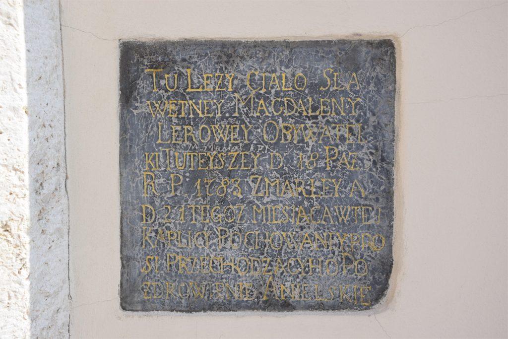 Epitafium przy drzwiach do kościoła św. Benedykta