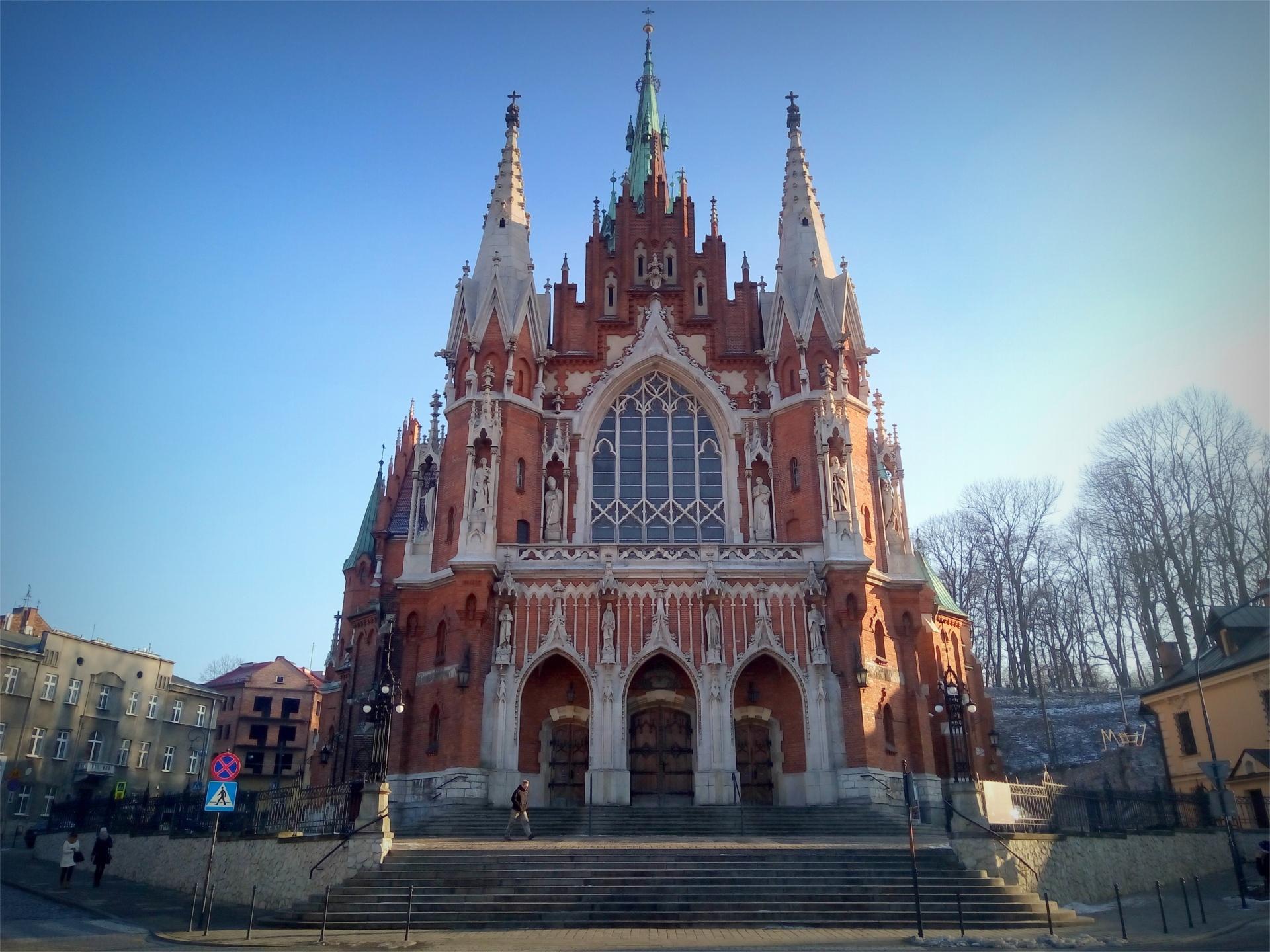 Widok na front kościoła św. Józefa