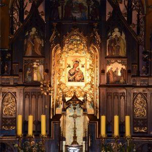 Obraz Matki Bożej Nieustającej Pomocy w ołtarzu głównym kościoła redemptorystów