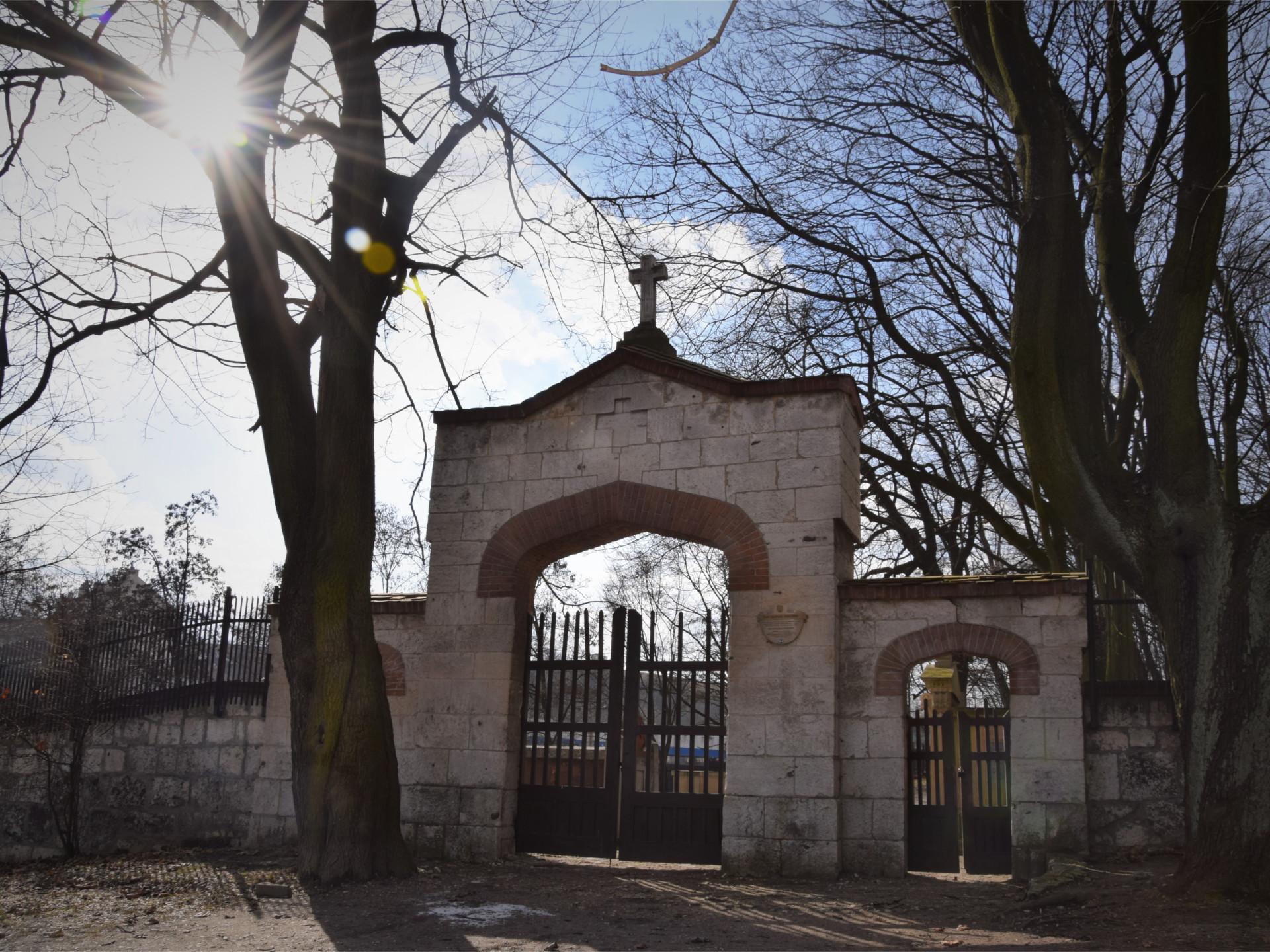 Brama wejściowa Starego Cmentarza Podgórskiego