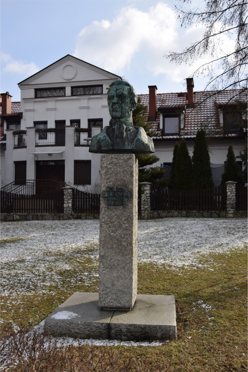 Pomnik Edwarda Dembowskiego na placu Lasoty